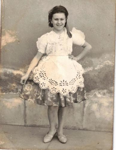 Bőszoknyába Güth Gyuláné Bogár Katalin1960