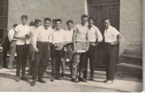 1964-be végzett kőművesek Tamási000