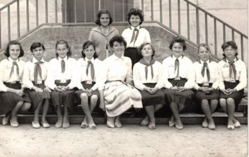 iskola lépcsői csoportkép